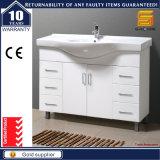 Vanità verniciata bianca su lucida semplice della stanza da bagno di stile