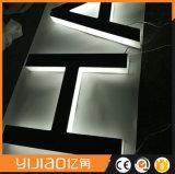 Signature lumineuse éclairée en 3D à l'arrière-plan en acrylique
