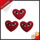 Corrección del bordado de la ropa de los niños de la dimensión de una variable del amor del corazón del color rojo