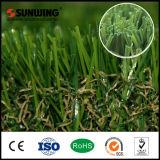 O cuidado falsificado plástico do gramado da grama do PPE do prêmio novo para ajardinar o jardim