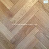 ヘリンボン木の寄木細工の床のカシによって設計される木製のフロアーリング