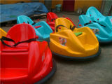 UFO das crianças musicais que deriva o carro abundante para o parque de diversões