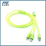 Carregador cobrando do cabo do USB do cabo da sincronização dos dados micro