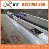 L'angolo del PVC borda la linea di produzione dell'espulsore