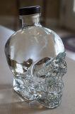 750mlコルクの帽子が付いているガラス頭骨のびん