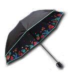 يعلن عالة يطوي مظلة مع طباعة علامة تجاريّة