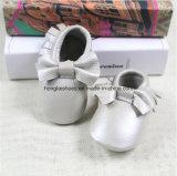 弓革赤ん坊靴