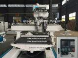 Carregamento 1325 automático do ATC e descarregamento da máquina do Woodworking
