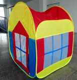Дом игры детей хлопает вверх шатер