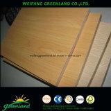 A boa qualidade laminou a madeira compensada para o produto da mobília com revestimento liso, revestimento de Matt ou gravou o revestimento