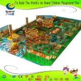 ジャングルのテーマのいたずらな城の子供の運動場