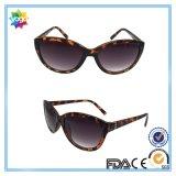 Gafas de sol plásticas de la manera de las mujeres del brillo del diseño moderno de la venta al por mayor 2016