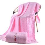 La toalla de baño suave con la raya, diversos colores está disponible