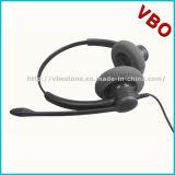Uma comunicação prendida parte alta e dos conetores do USB auriculares do USB
