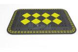 Черный и желтый валик резины безопасности дороги