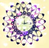 Reloj de pared hermoso simétrico del hierro labrado del borde