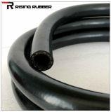 Черный резиновый шланг для подачи воздуха