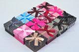 A venda por atacado personaliza a caixa de presente do papel Handmade com fita