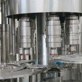 Máquina de rellenar completa automática llena del agua de botella del animal doméstico
