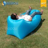 2017 neuer erstklassiger Lamac Kneipe-Schlaf Laybag Nichtstuer-aufblasbares Luft-Sofa