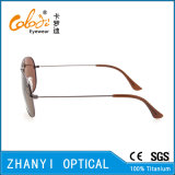 Óculos de sol de titânio de design mais recentes para condução com lente de polaroid (T3025-C4)