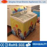 ガラスドアのアイスクリームの箱の冷凍庫