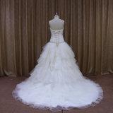 Muitos vestidos de casamento mergulhados do corpete do Ruche