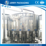 Bière de jus d'animal familier et de bouteille en verre rinçant la chaîne de production recouvrante remplissante