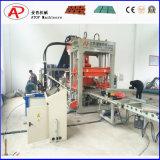 Bloc concret de la colle du constructeur Qt10-15 faisant la machine