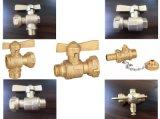 蝶ハンドル(a. 0121)が付いている真鍮の水道メーターの鉛弁