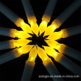 Tealight alto Vitive mira al trasluz la vela sin llama del sepulcro del LED