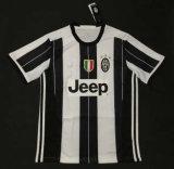 I kit di 2016/2017 di stagione di gioco del calcio di Juventus, uniforme di calcio