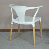 (SP-UC095)アームを搭載する現代木足のスタック可能プラスチック椅子