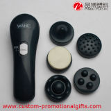Massager facciale elettrico tenuto in mano quotidiano dei prodotti di bellezza di uso
