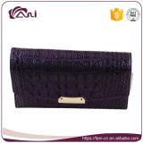 Бумажник неподдельной кожи пурпуровой крокодиловой кожи цвета малый для женщин