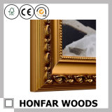 Entregando o frame de retrato de madeira para a decoração da parede