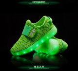 El deporte vendedor caliente de la manera 2017 calza los zapatos de los niños del LED