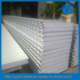 Panneaux en tôle et en métal moulé en acier isolé