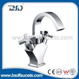 Doppia rubinetto della cucina del supporto della piattaforma cromato del miscelatore del dispersore delle maniglie stanza da bagno