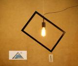 معدن إطار مدلّاة ضوء لأنّ زخرفة بيضيّة ([ك5006144-1])