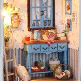 Casa de boneca de madeira diminuta de DIY
