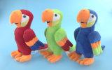 Perroquet de jouet de peluche bourré par vert