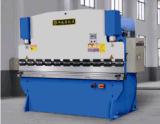 Il CNC preme il freno per piegare di piastra metallica (WC67Y-40TX2500)