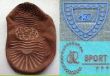 L'étiquette de silicones de marque de vêtement faisant la machine sur des vêtements, T-shirt, gants, chaussures, cogne etc.
