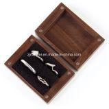 Cadre de bijou en bois fait sur commande de noix noire pour la boucle avec le palier