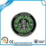 Adapter bon marché l'insigne coloré fait de logo de broderie