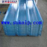 Hojas acanaladas claras del material para techos del metal