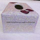 주문을 받아서 만들어진 손은 다이아몬드 보석함에게 수정같은 조직을 상자에 넣는 (TBB-005)