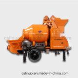 Individu C3 chargeant la pompe hydraulique de mélangeur concret