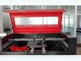 Высокоскоростное вырезывание и гравировальный станок лазера CNC для вышивки